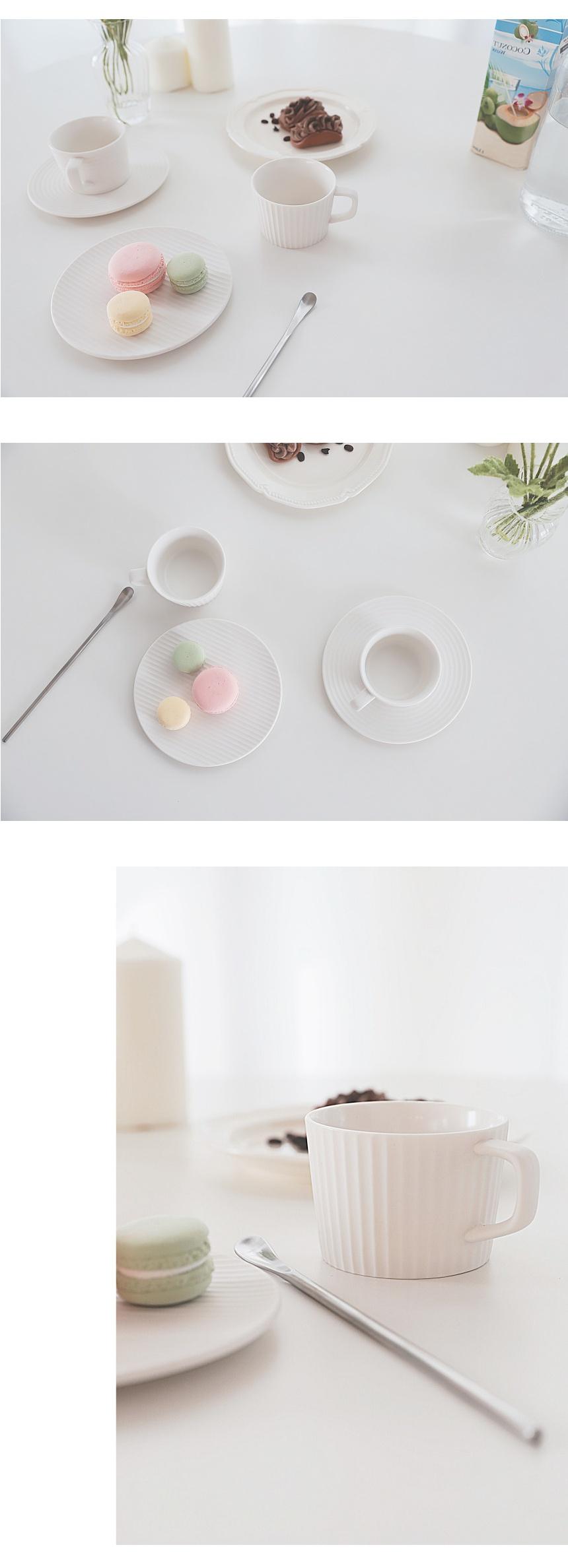 white_basic_cup_05.jpg
